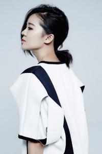 张亚东助燃郁可唯新专辑 鼓励心灵音乐