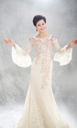 胸怀梦想有力量 带着春天唱中国 一一青年女高音叶翠用《春天 中国》为民族强盛的春天报晓