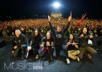 面孔乐队献唱跨年音乐节 为主唱陈辉庆生